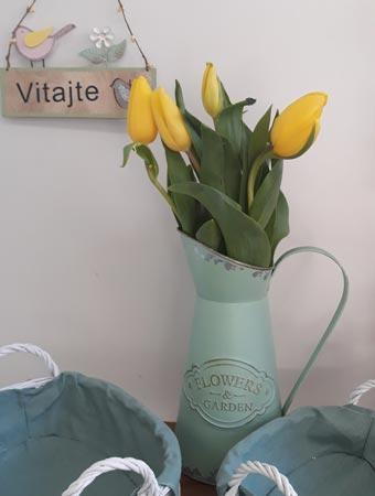 Kvety Darinka - kytica v dekorácii - tulipáni